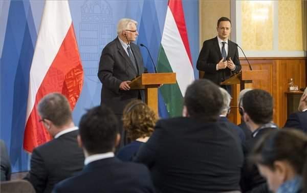 Szijjártó: Hungary supports Poland against 'unacceptable' attacks