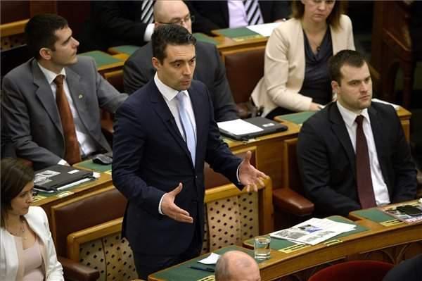 Hungary should reject migrant quotas through constitutional amendment, says Vona