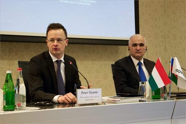 Foreign minister attends Hungarian-Azeri business forum in Baku