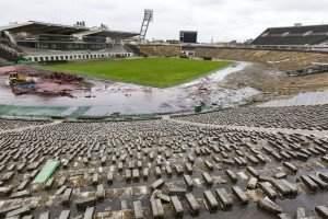 Budapest, 2016. március 2. Munkagépek a Puskás Ferenc Stadion bontásán 2016. március 1-jén. A tervek szerint nyolc hónapig tart a bontás, az új aréna építése decemberben kezdõdhet el és 2019-ben fejezõdik be. MTI Fotó: Szigetváry Zsolt