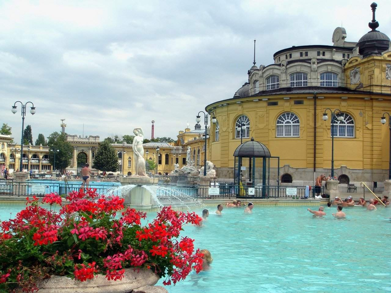 Spectacular video about the historic thermal baths of Budapest