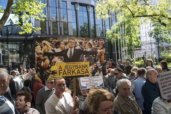 Socialists demonstration againts central bank governor