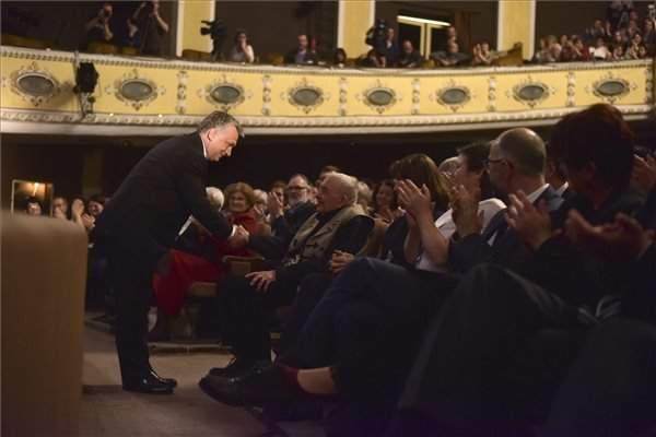 Ethnic Hungarian ethnographer Kallós 90th birthday held in the Hungarian opera of Kolozsvár