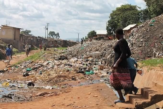 Ismét tudtak nagyot tenni! c. cikk A szemétdombra épült kampalai nyomortelep