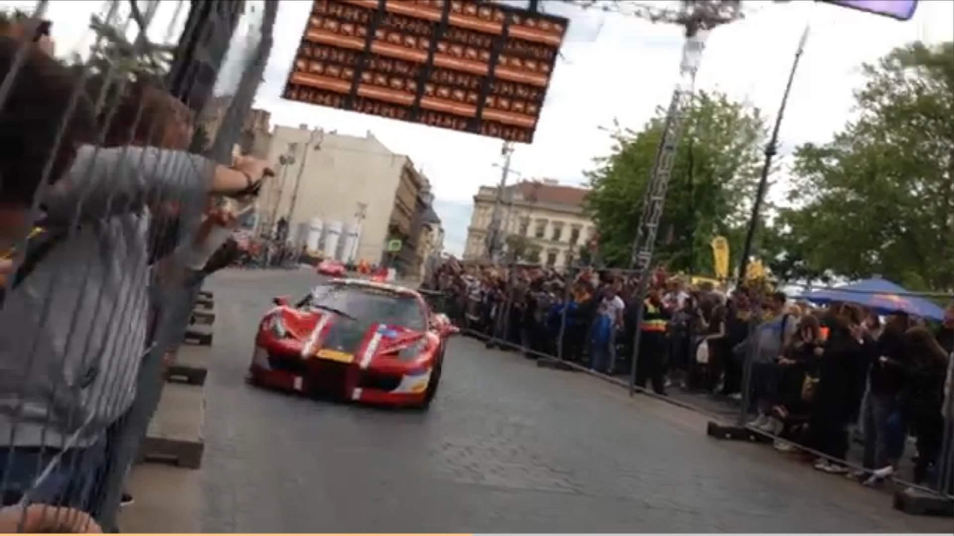 A Ferrari crashed into the barriers at the Nagy Futam