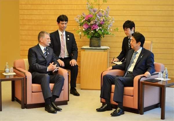 Parliament speaker holds talks with Japanese PM, lower house president