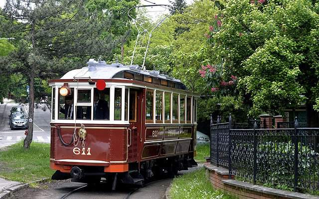 The nostalgic tram called Termál