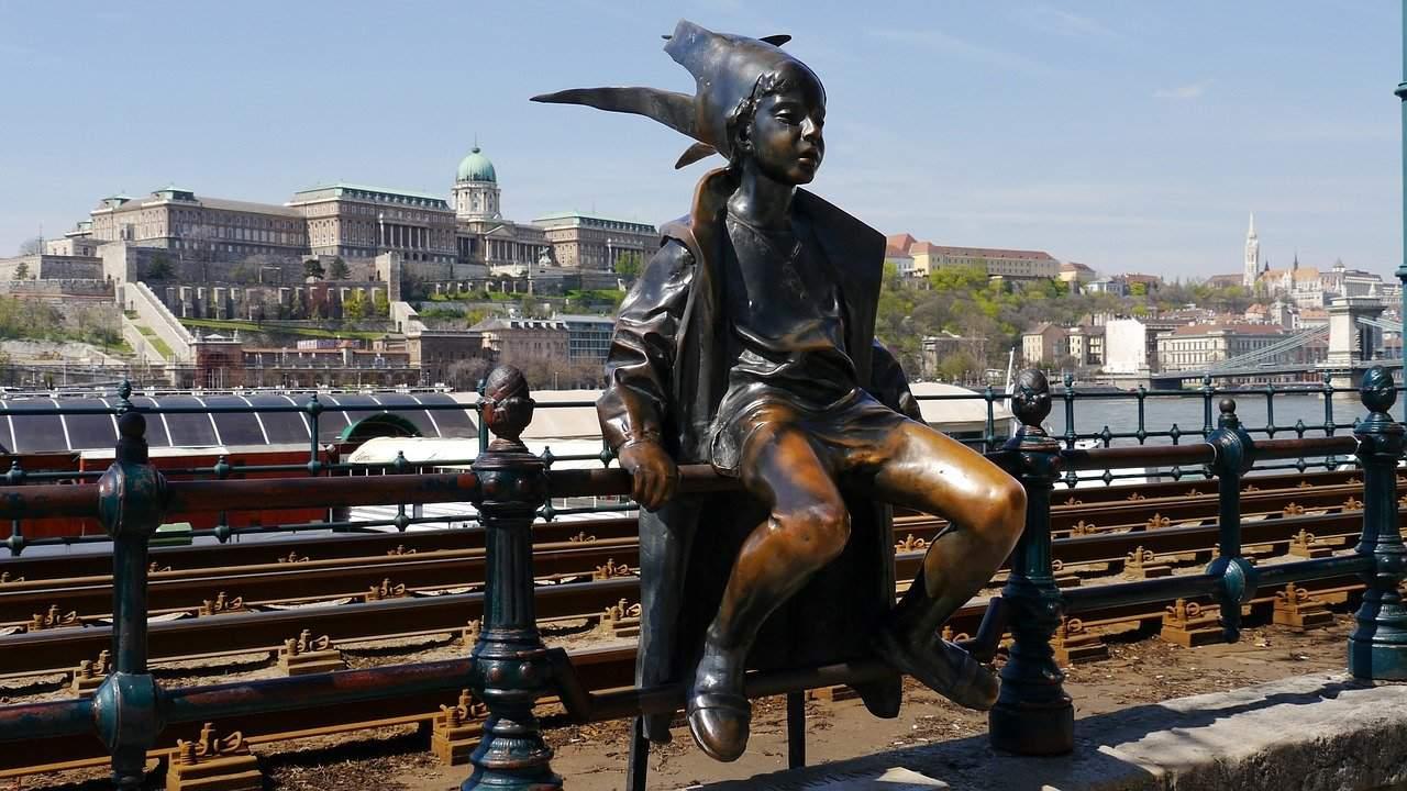 statue-105937_1280