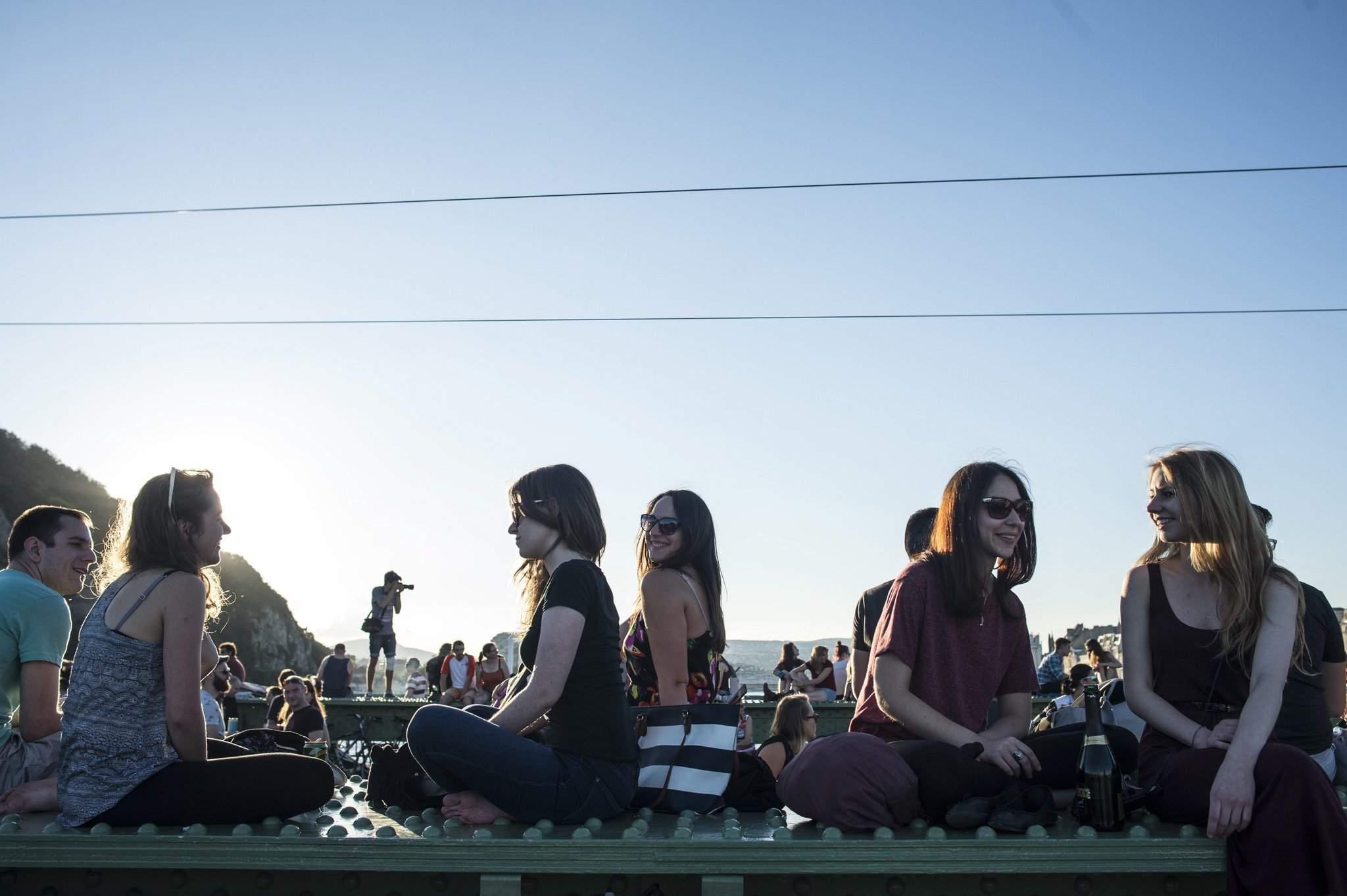 Hundreds of people occupied Liberty Bridge – VIDEO