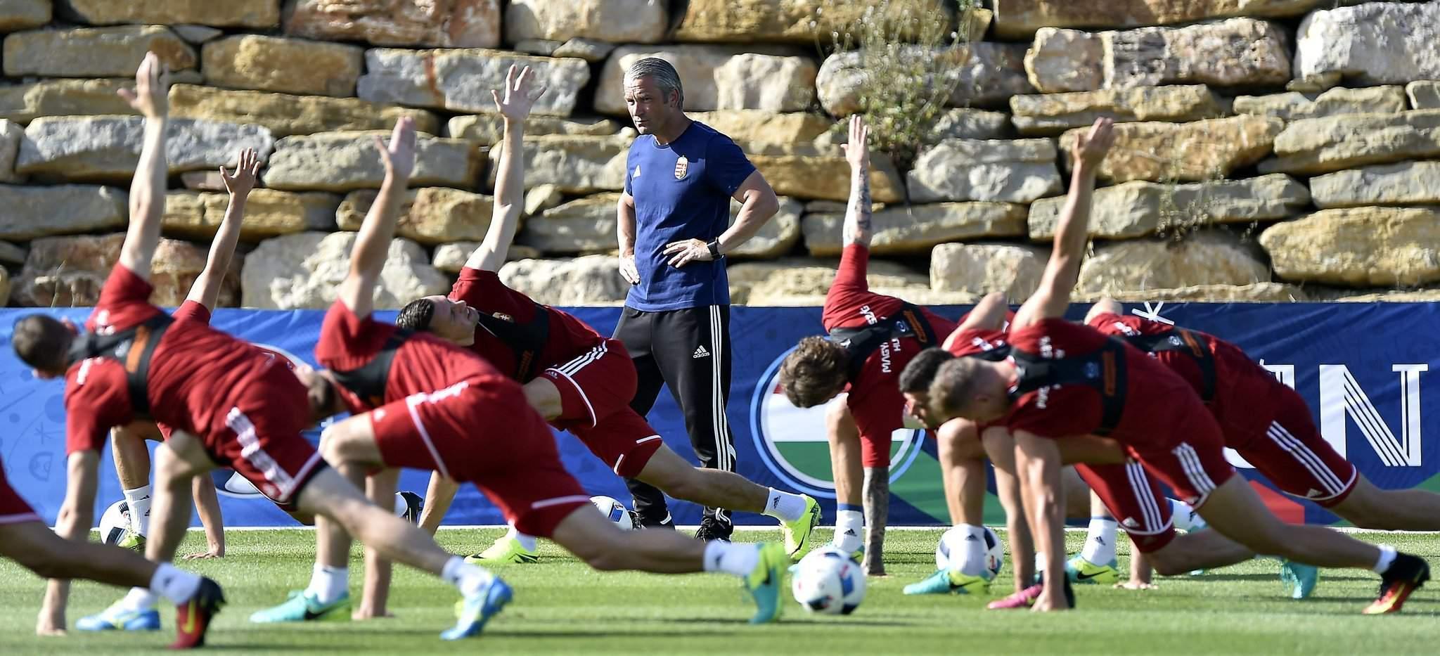 Bernd Storck announces 18-man squad for training camp