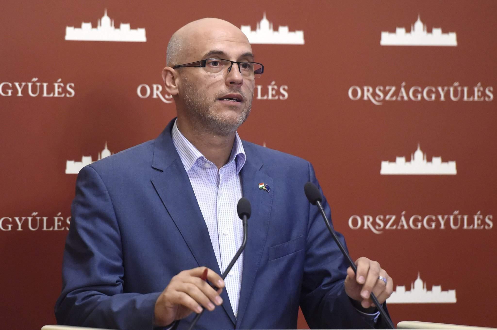 Tóbiás: Socialists aim to overshoot signature target for referendum on state land
