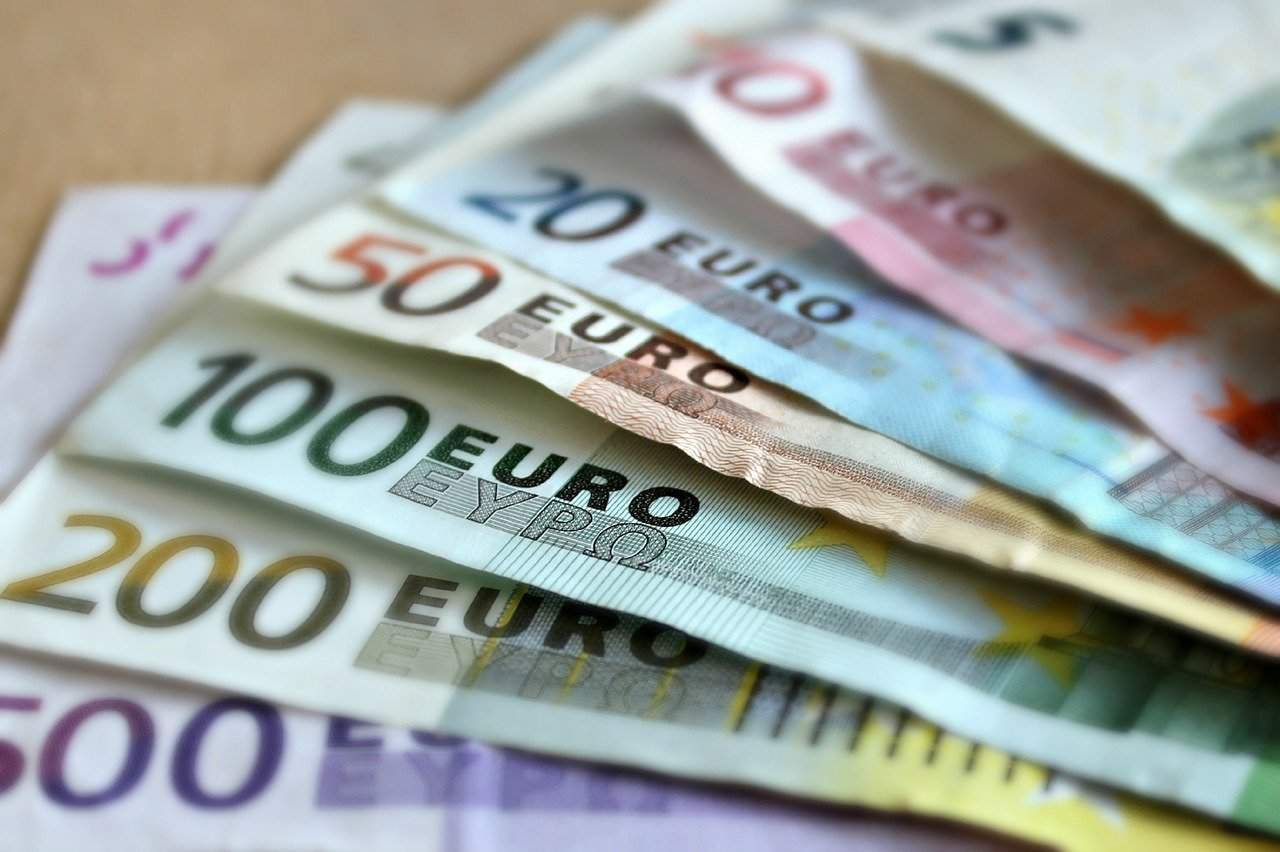 wage money Euro