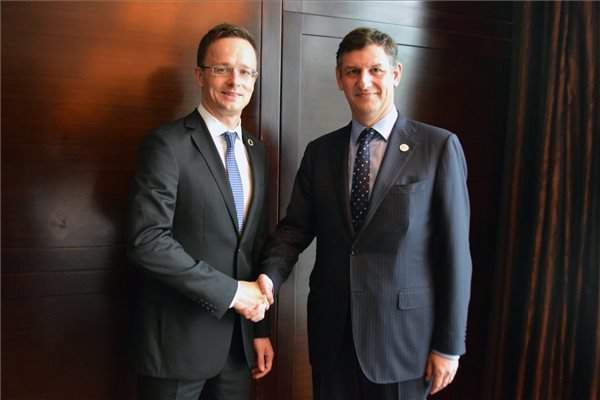 Szijjártó discusses bilateral economic ties with Romanian economy minister
