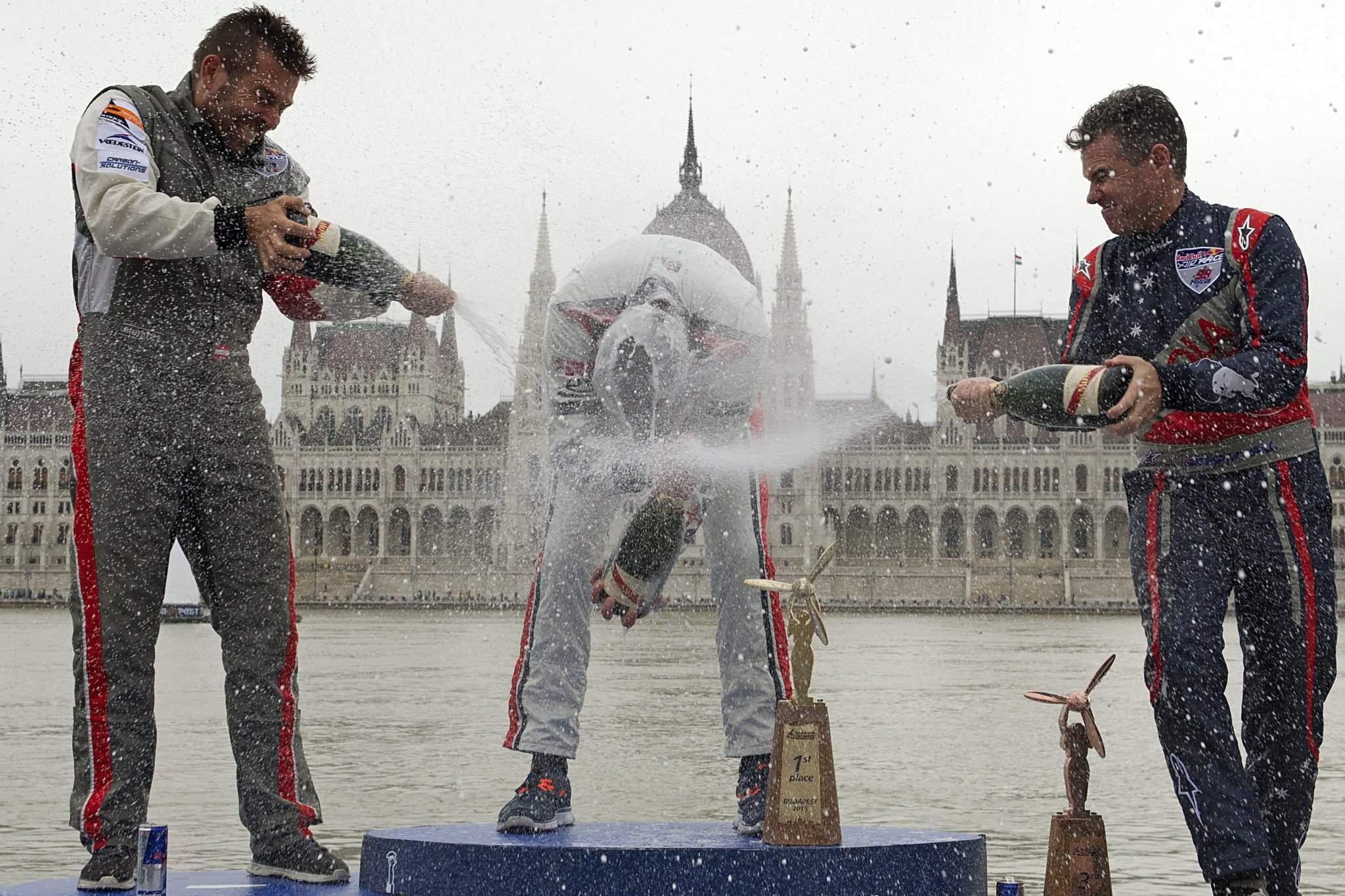 Red Bull Air Race: Matthias Dolderer wins in Budapest – Photo gallery