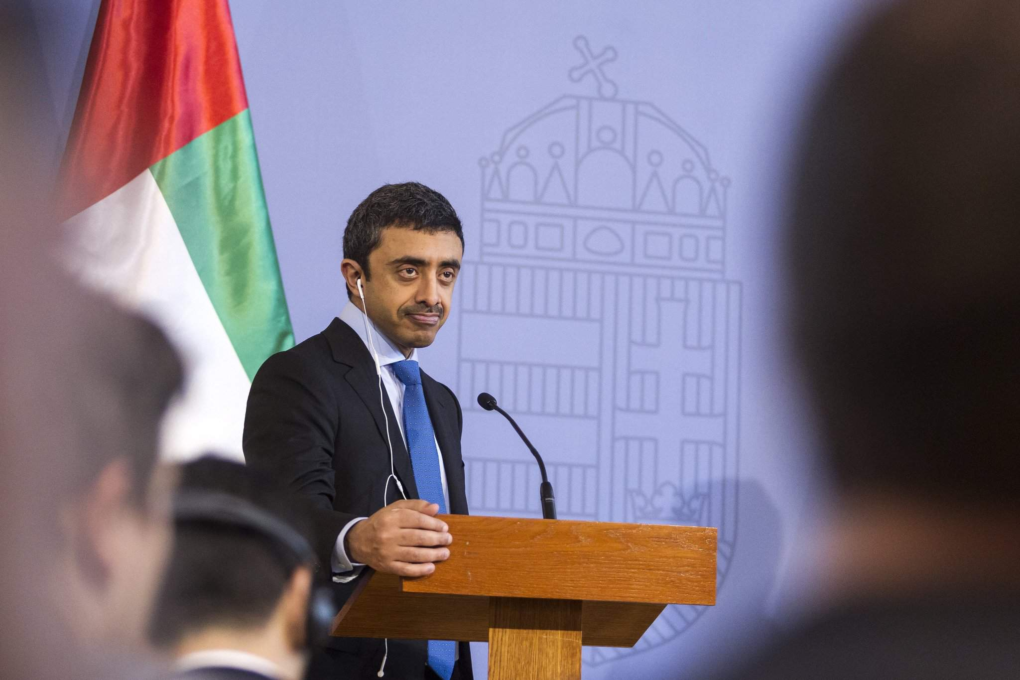 Economy minister meets UAE formin in Budapest