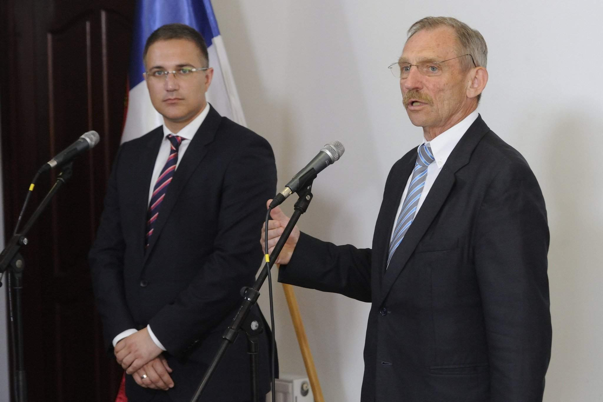 Hungarian interior minister talks with his Serbian counterpart