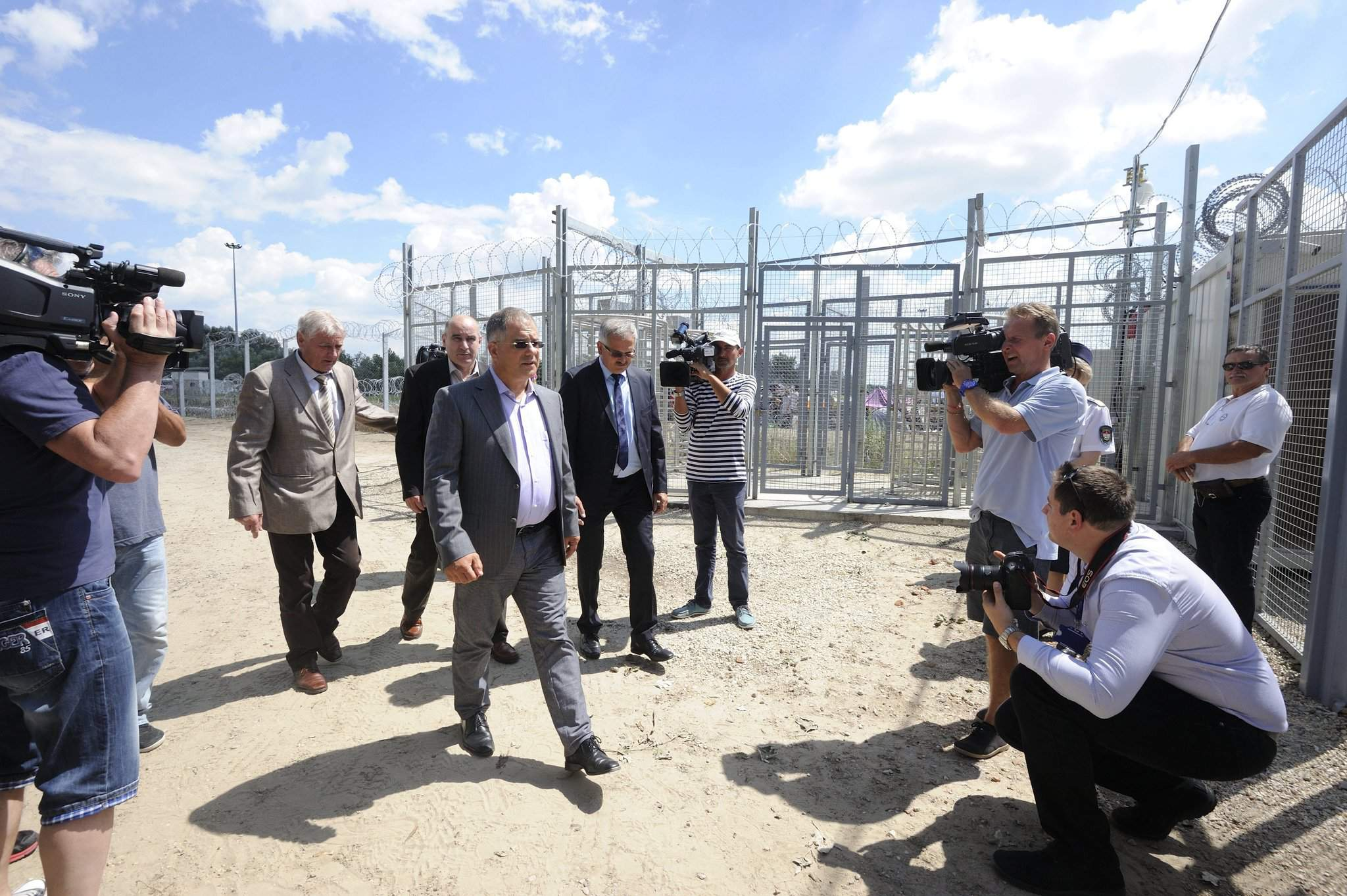 Fidesz: Hungary's border fence 'functioning well'