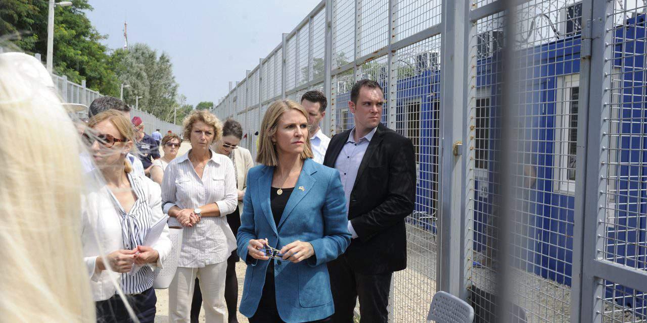 US ambassador visits migrant transit zone at Serbia border