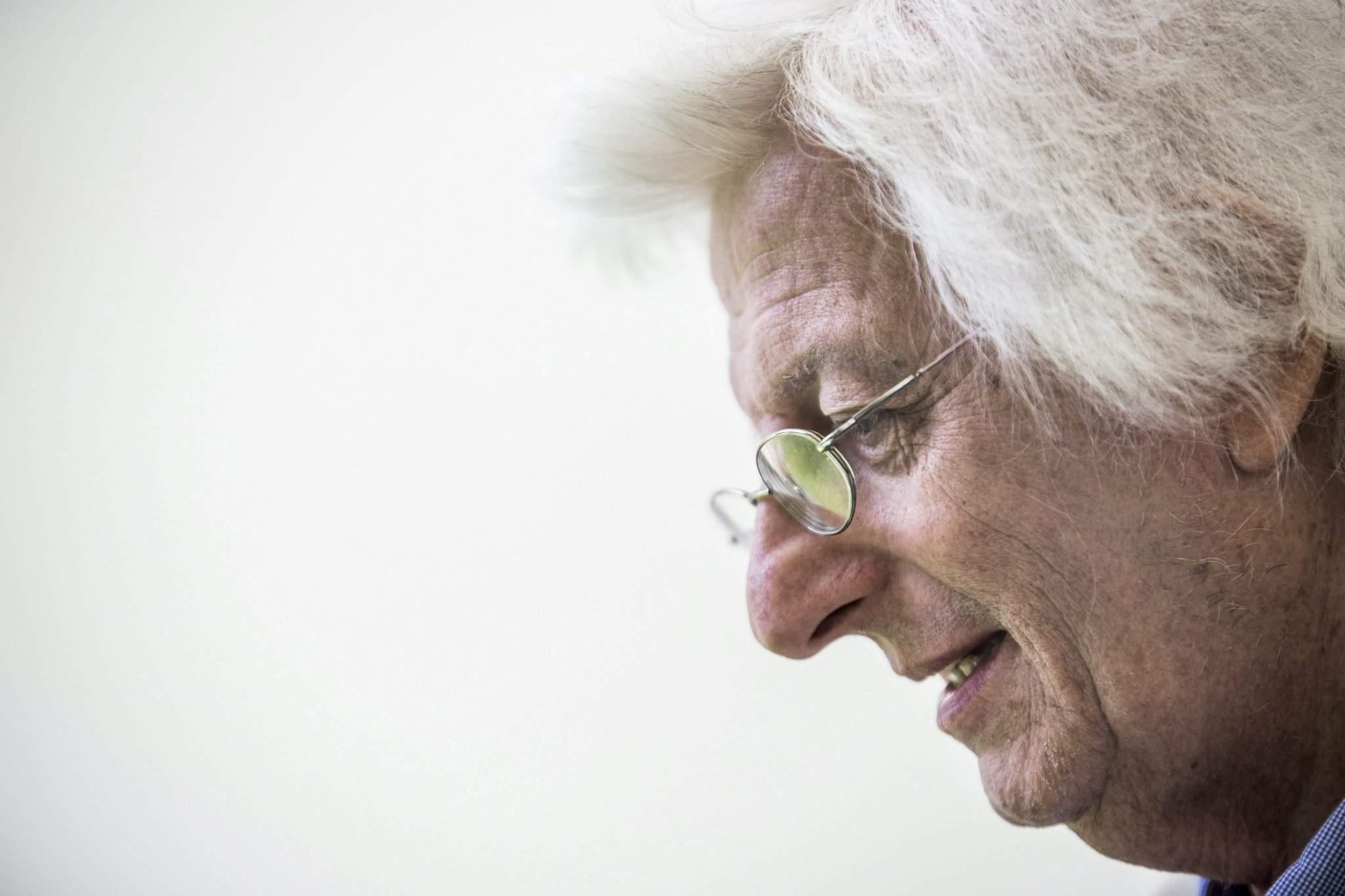 Hungarian author Péter Esterházy dies aged 66 – UPDATE