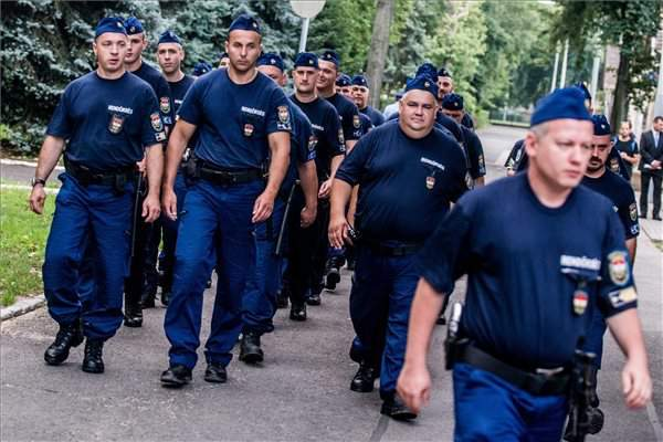 More than 1,000 training to join police border guard