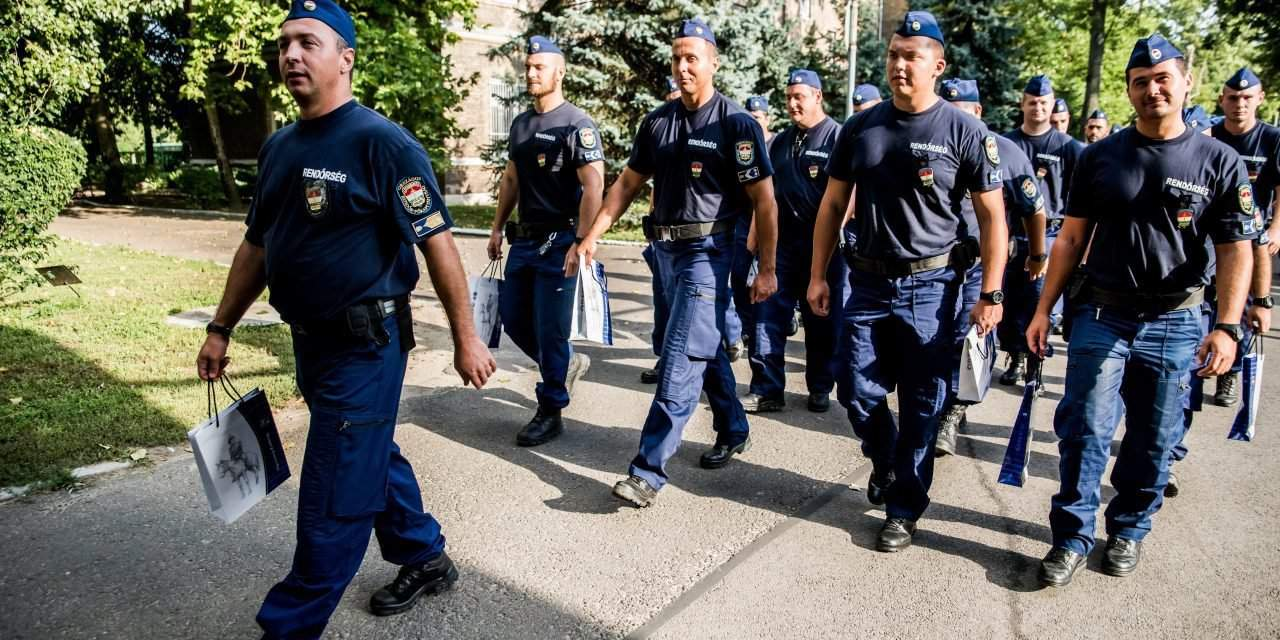 Hungarian police return from Macedonia