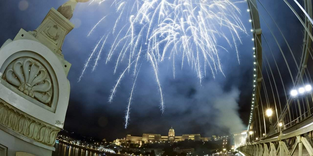 National holiday in Hungary – Amazing fireworks at the Danube banks