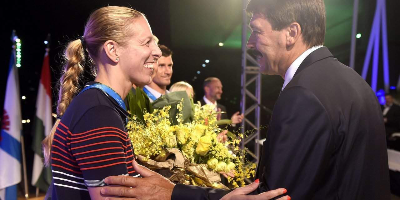 Hungarian president greets Hungarian athletes in Rio