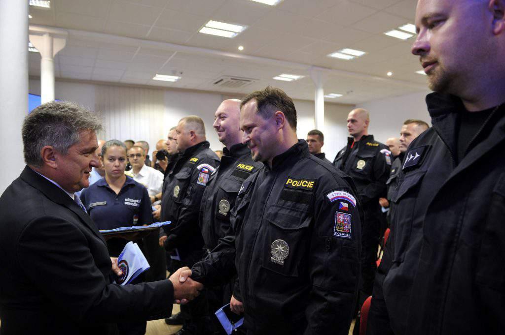 Czech police arrive to help patrol Hungary-Serbia border