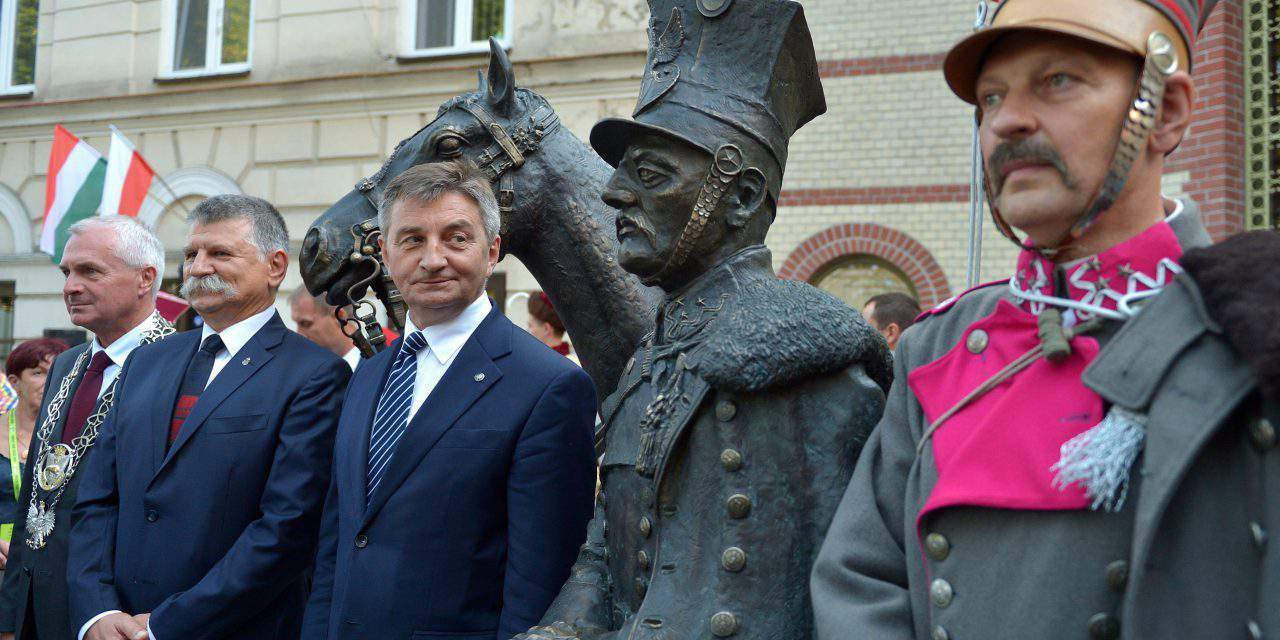 Hungarian house speaker unveils hussard monument in Poland