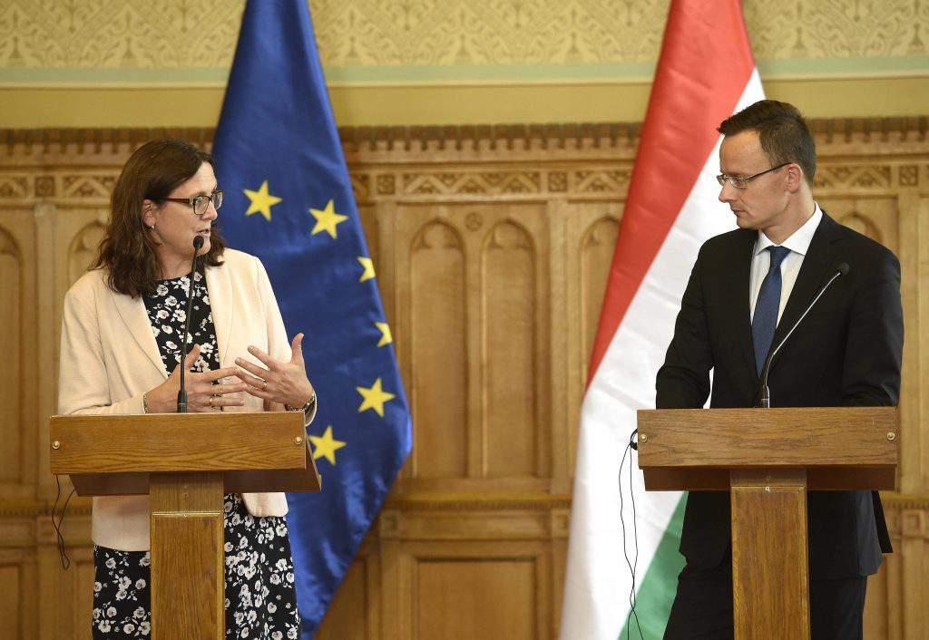 Budapest, 2016. szeptember 26. Cecilia Malmström kereskedelempolitikáért felelõs uniós biztos és Szijjártó Péter külgazdasági és külügyminiszter a megbeszélésüket követõen tartott sajtótájékoztatón az Országházban 2016. szeptember 26-án. MTI Fotó: Bruzák Noémi
