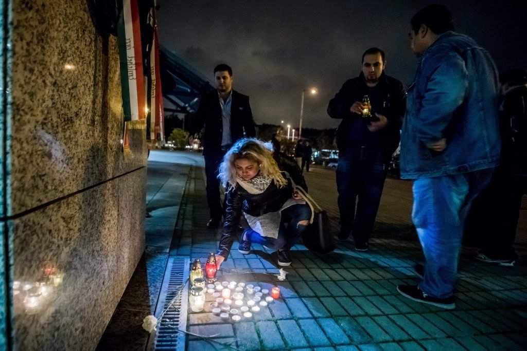 Bõnyi rendõrgyilkosság – Gyertyagyújtás az ORFK épület?
