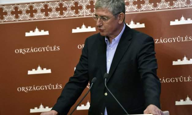 Gyurcsány's party pulls out of parliament