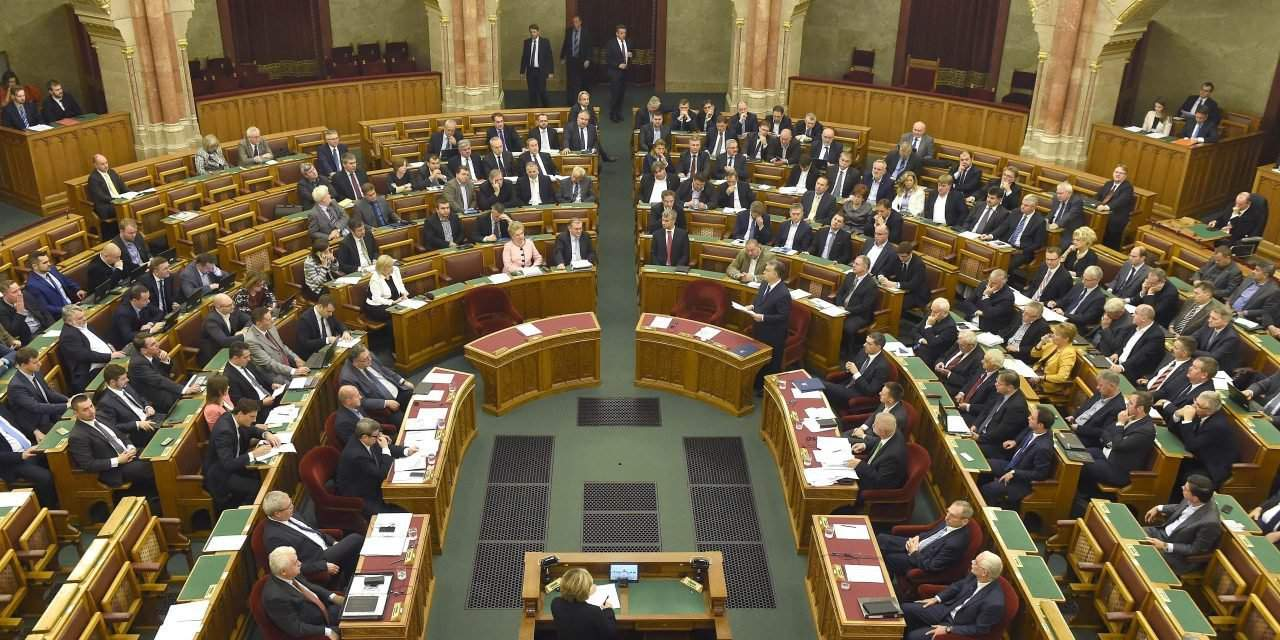 Parliament in session – Orbán's constitutional amendment on migrant quotas