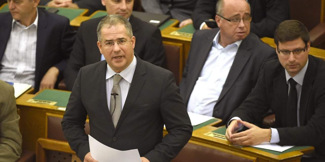 Parliament in session – Lawmakers hold debate on const amendment on migrant quotas
