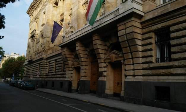 National Bank of Hungary policy makers keep base rate on hold