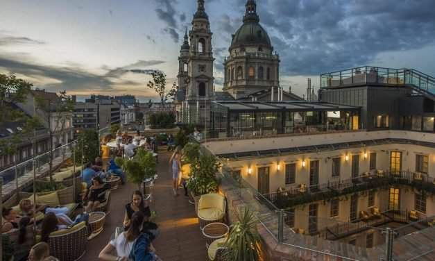WOW! Cinema for free in one of the best hotels of Budapest – photos