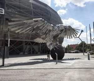 The world s biggest bird statue goes to nfl from hungary for Mercedes benz stadium falcon statue