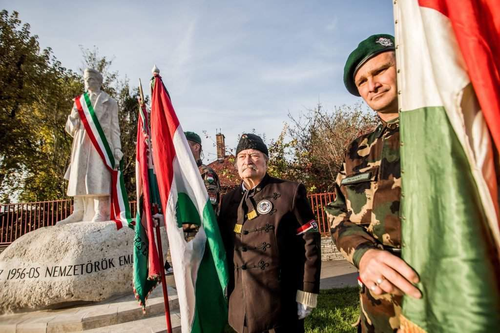 1956 - Felavatták az ország elsõ nemzetõr szobrát Budapesten