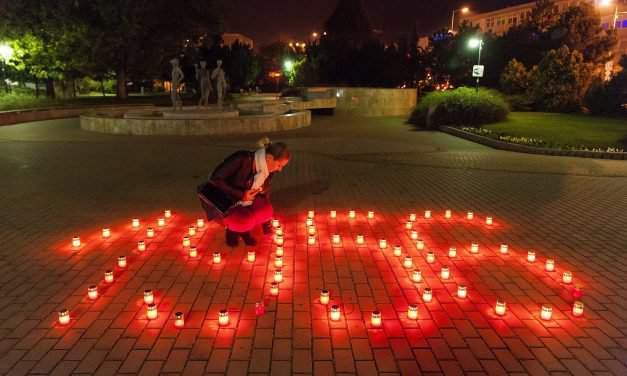 1956 committee calls for lighting candle in tribute to martyrs