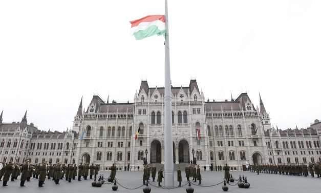 Hungary commemorates 1956 Soviet invasion