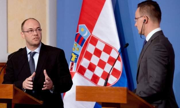 Hungarian foreign minister hold talks with Croatian conterpart