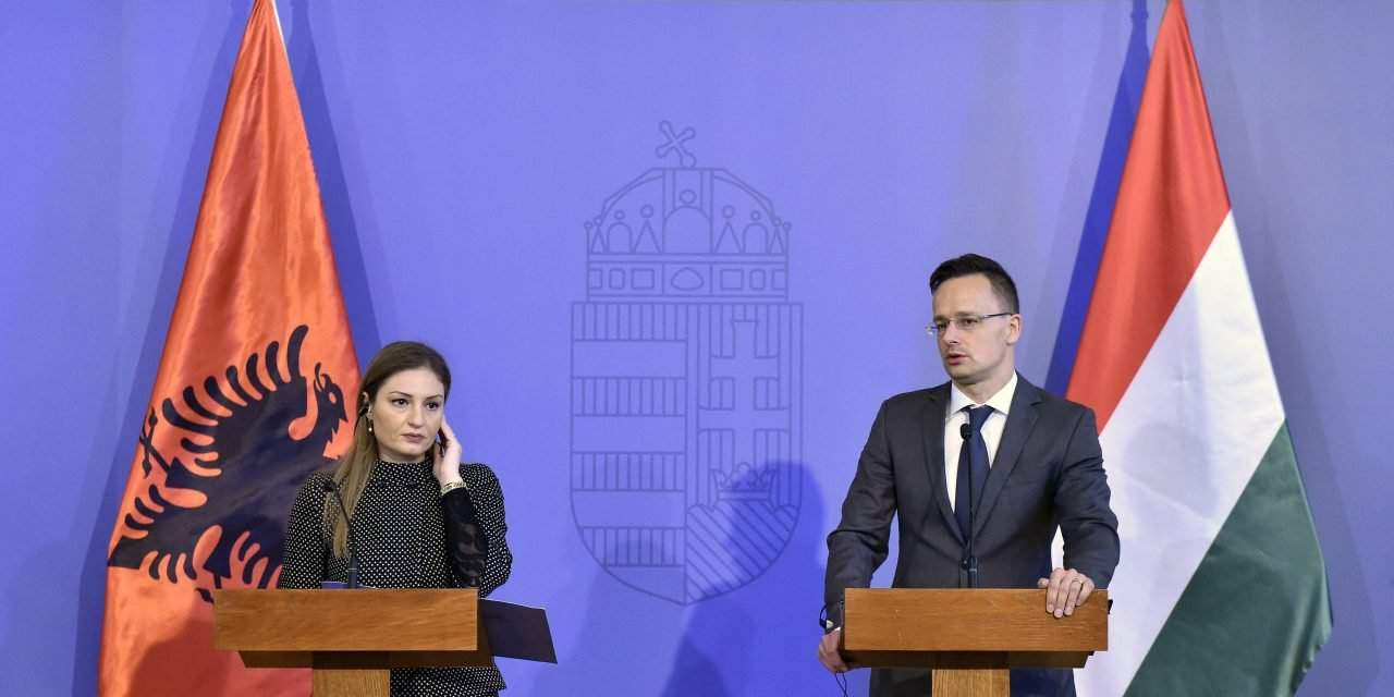Hungarian foreign minister talks with Albanian EU integration minister
