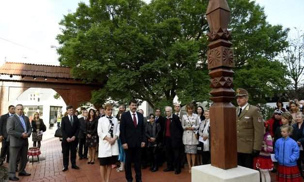 Hungarian president discusses bilateral ties, 1956 with New Zealand prime minister – UPDATE