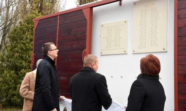 Hungarian minister: Whole nation should jointly remember Gulag victims, 1956 heroes