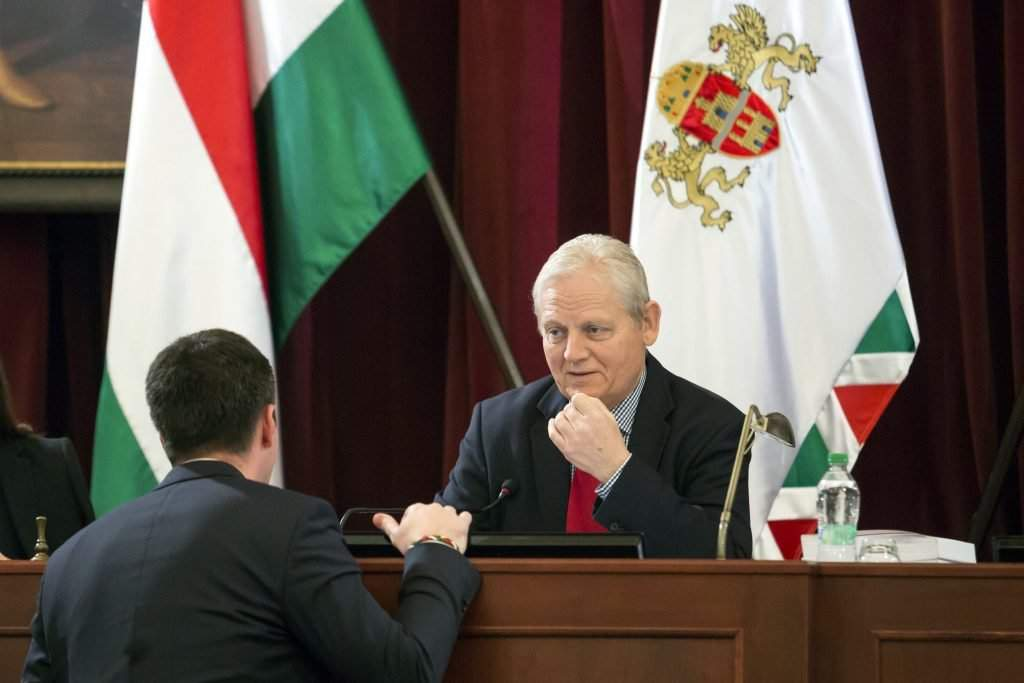 Kocsis Máté képviselõ, (Fidesz-KDNP), VIII. kerületi polgármester (b) és Tarlós István fõpolgármester a Fõvárosi Közgyûlés ülésén 2016. december 7-én. MTI Fotó: Mohai Balázs