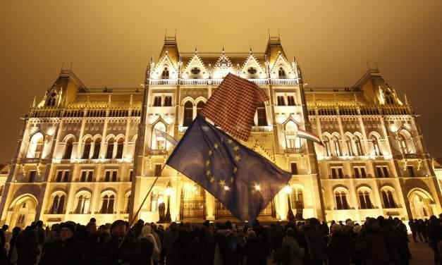 Teachers demand minister's resignation at Budapest demo