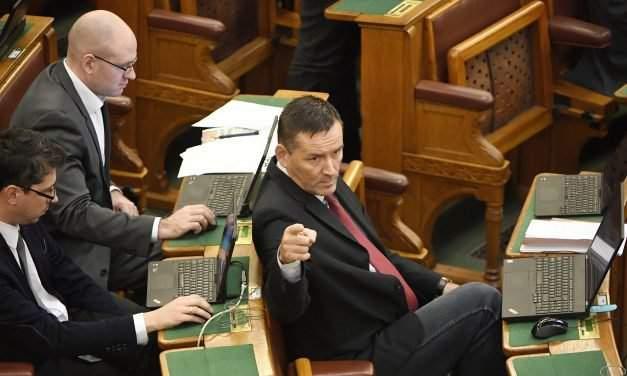 Jobbik: Orbán's residency bond business with dirty trick andd dirty money