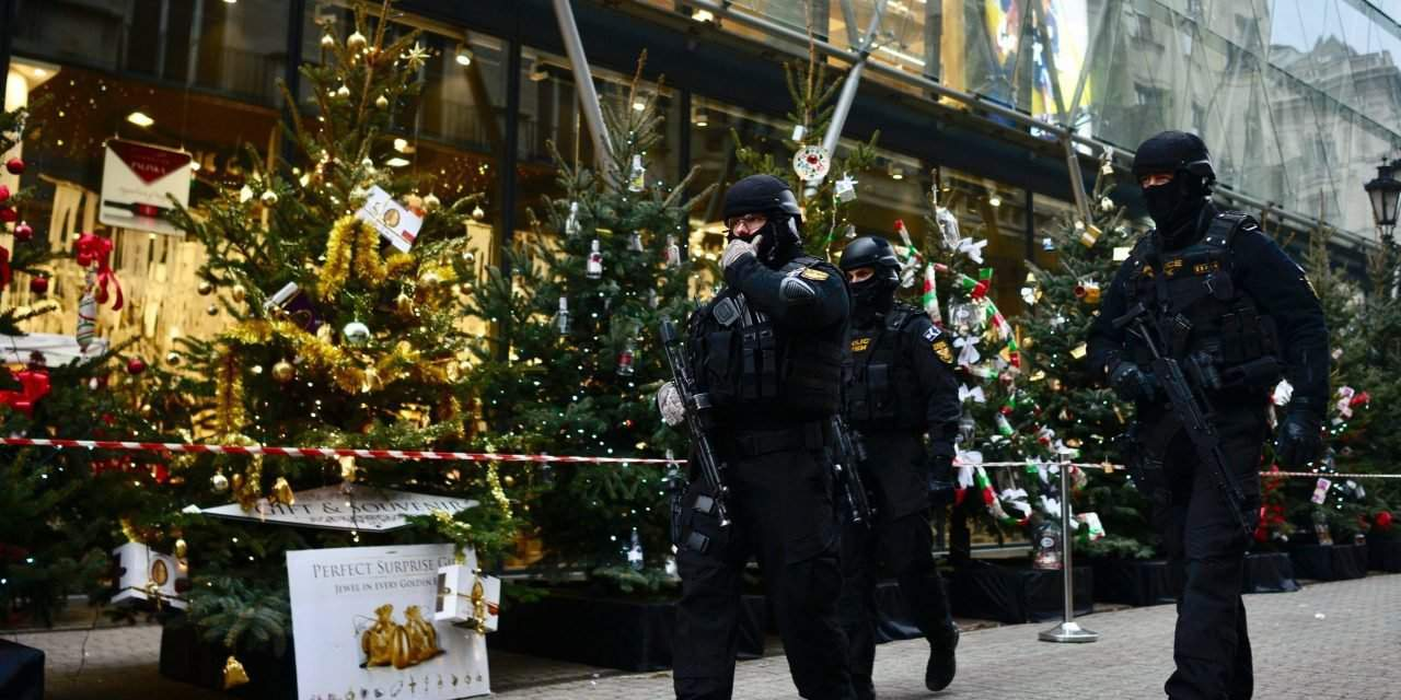 Police step up protection for German, Russian embassies and Christmas fairs in Budapest – PHOTOS