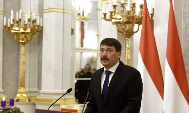 President Áder rejects Jobbik call for mediation in constitutional bill impasse