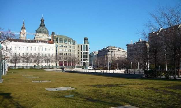 President Áder vetoes law on Erzsébet Square transfer from Budapest to state